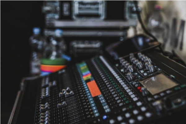 5 Signs Your Track Needs Professional Studio Mixing